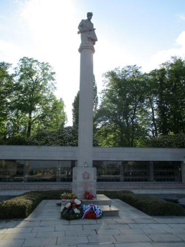 Ústřední hřbitov v Brně - památník rudoarmějců